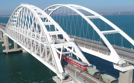 Freight rail traffic on the Crimean bridge