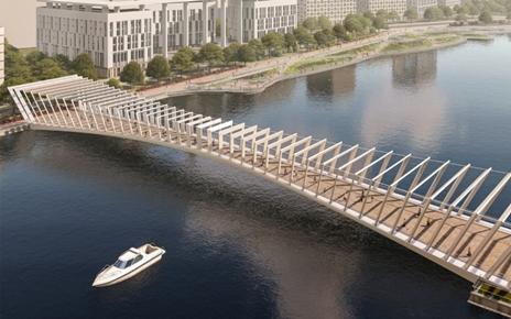 Пешеходный мост в парковой зоне